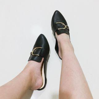 🆕 MARKDOWN Pointed Slips On