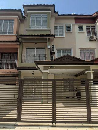 2.5 Storey 1850 sqft 4r3b Fully Furnished Renovated with 5 airconds