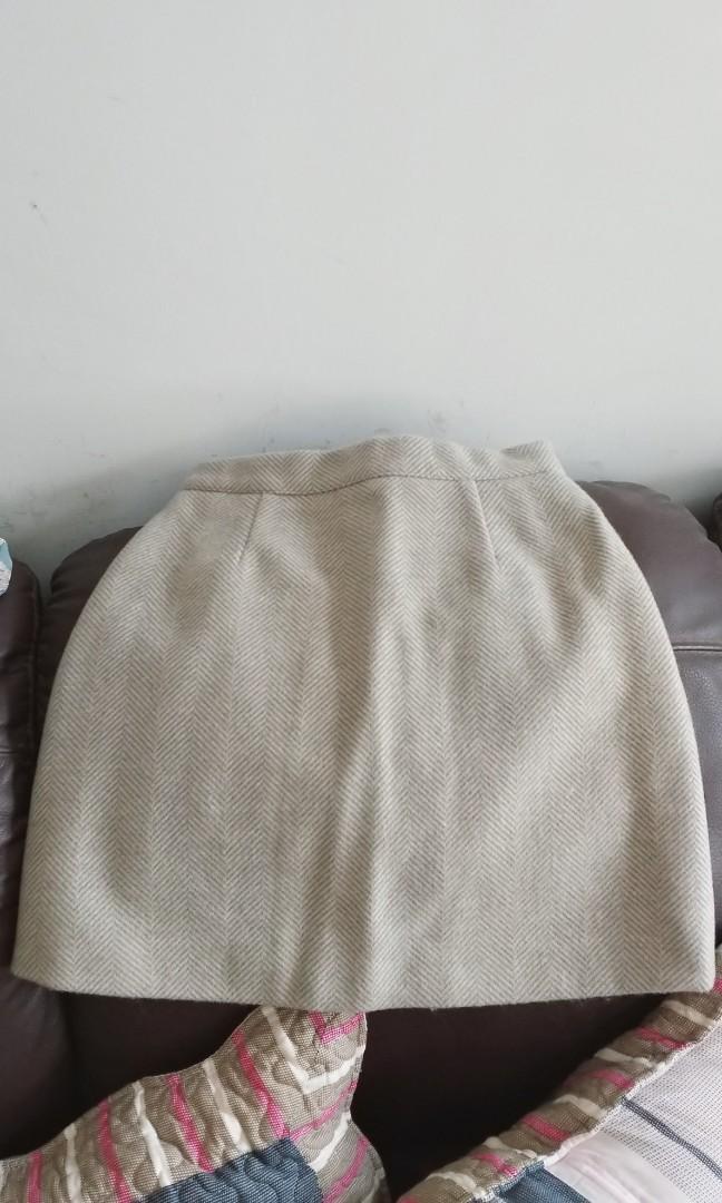 豆綠色秋冬半身裙