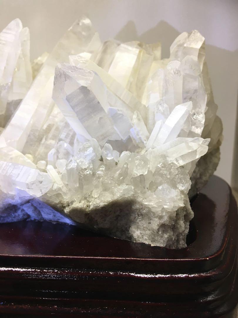 白水晶骨幹晶簇