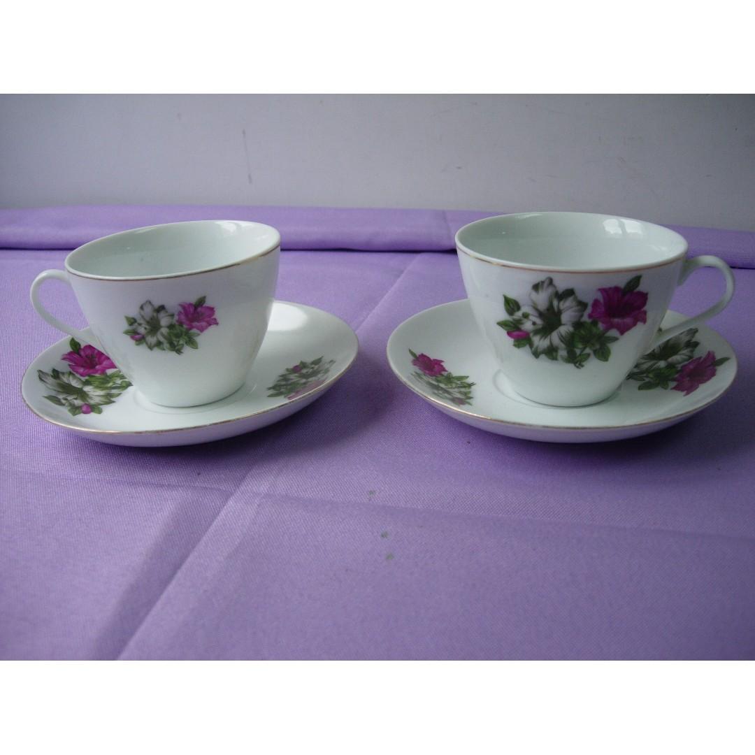 中國界牌 陶瓷茶杯碟 2套 花朵及金邊  懷舊香港