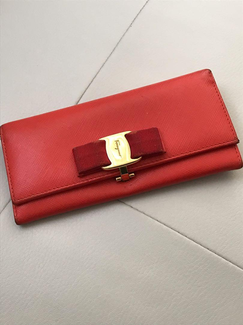 Authentic Salvatore Ferragamo 🎀Vara Bow Red Leather Wallet