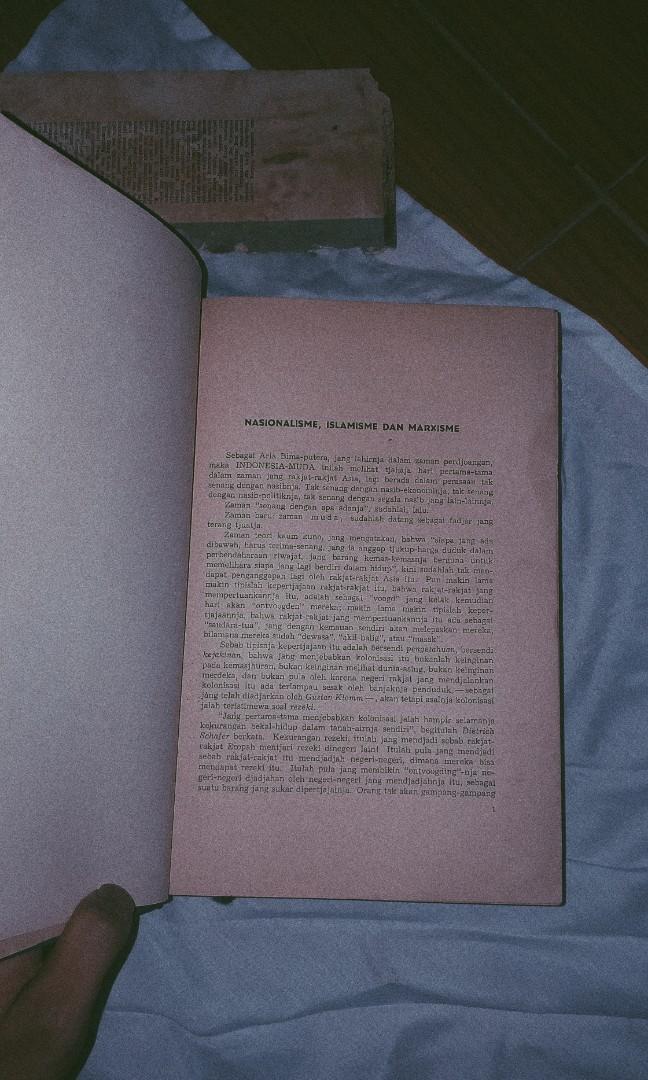 """Buku langka indonesia """"Dibawah Bendera Revolusi""""  karya ir.Soekarno asli cetakan ke 2/pcs"""