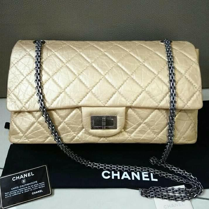 Chanel Reissue Gold Rhw #12 Excellent. Bag with holo, card, booklet, dustbag. Size 31.5x20x10cm (seukuran jumbo)