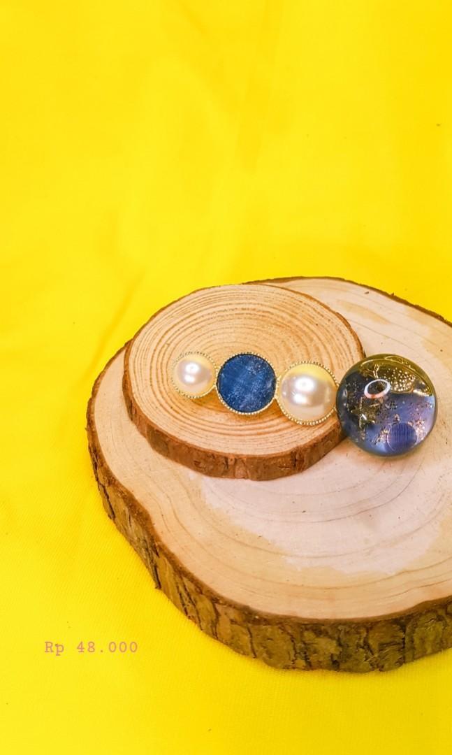 Hair pin / hair clip blue biru