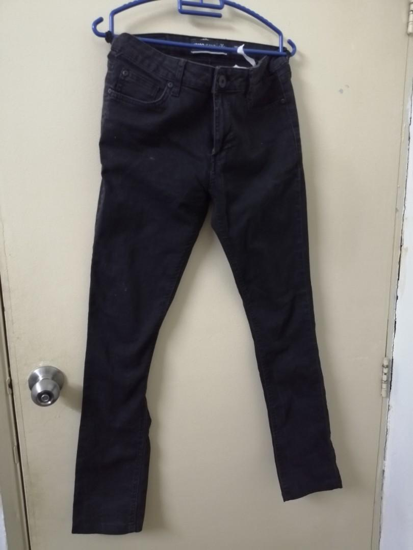 Jeans Hitam Slim Fit
