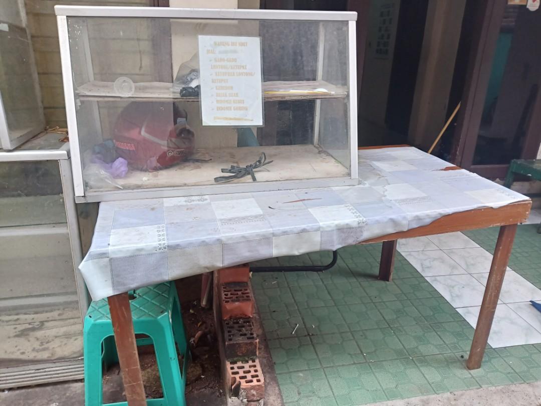 Kaca Etalase dan Meja