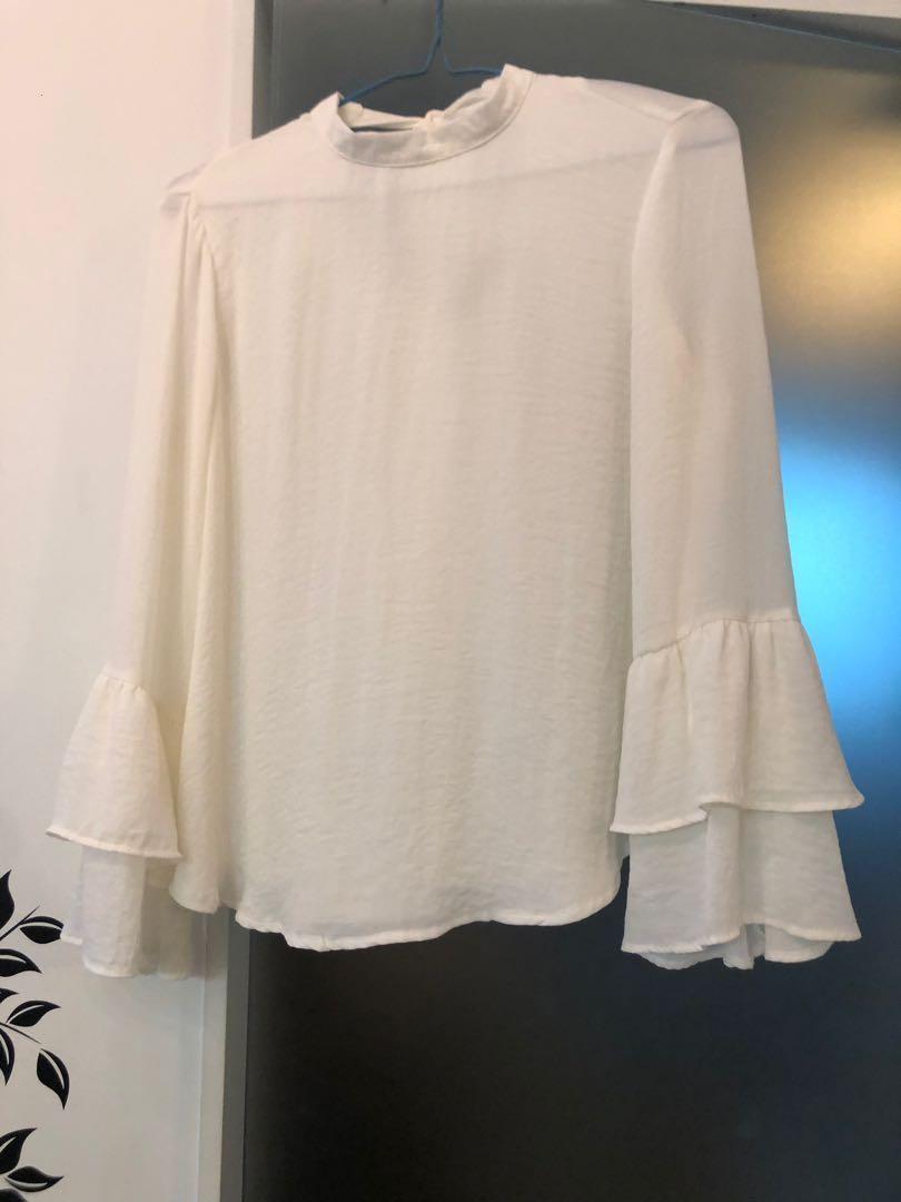 五月中(移民前)交收Leaving HK, Trade before 14May💕 Bershka white top long sleeves women woman 柔軟 雪紡 白色長袖上衣喇叭 超仙氣