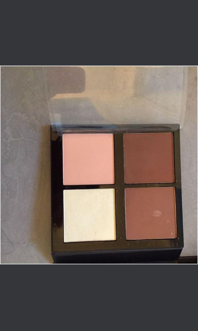 Natio eyeshadow and highlight plate