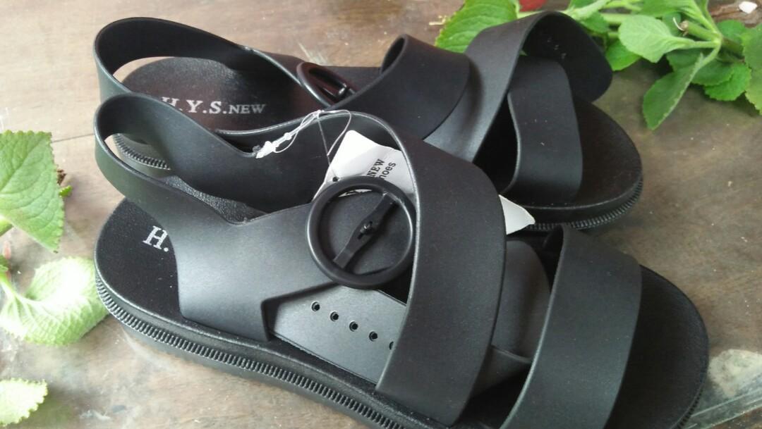 #mauthr Sandal/sepatu karet