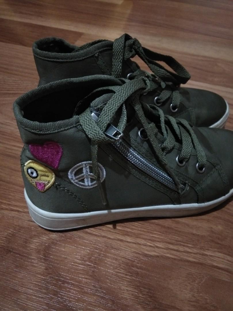 Sepatu Anak