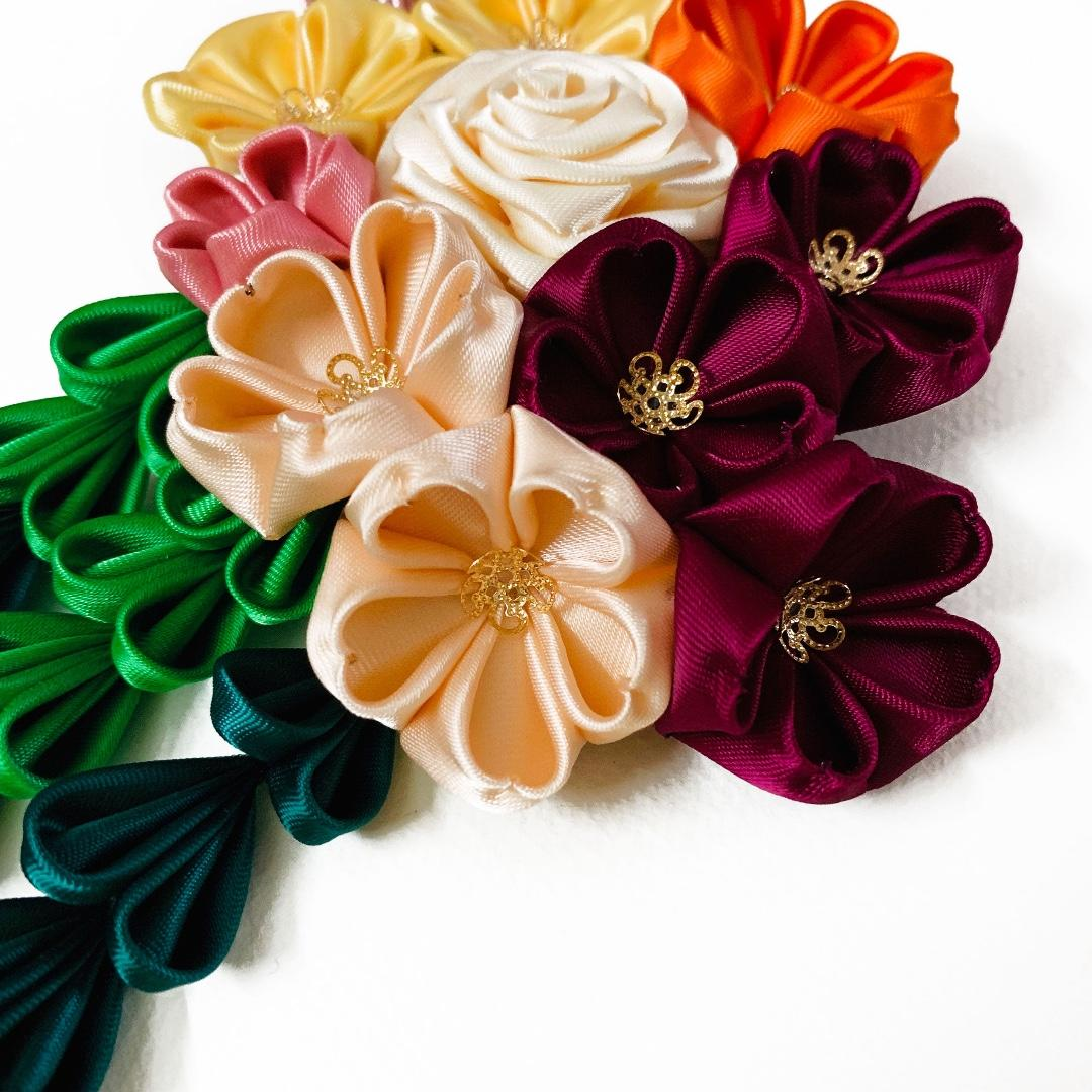 Tsumami Kanzashi rose, buttercups and cherry blossoms in white, yellow, fuchsia and peach colours, traditional Japanese hair accessory