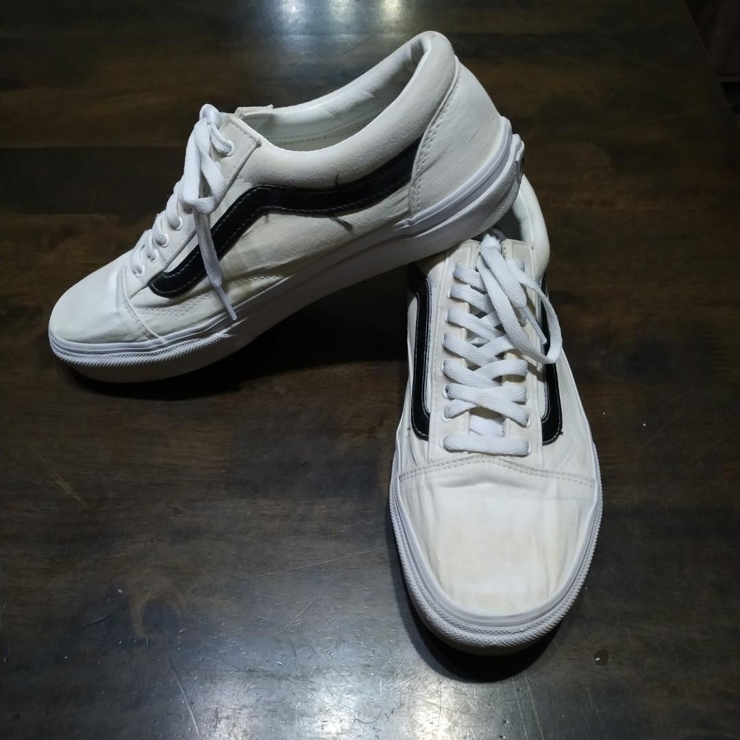 a468f0d1 Vans Old Skool white canvas (black leather lining) on Carousell