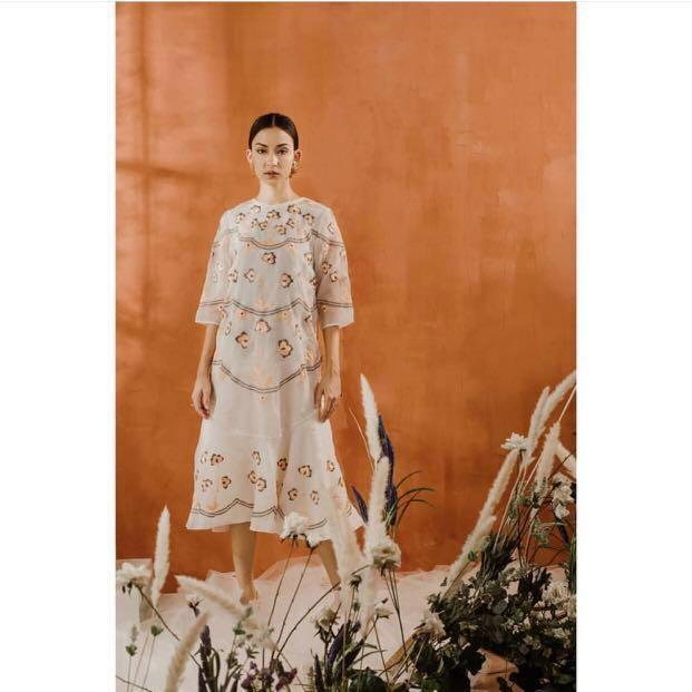 Vone dress flowery Raya gown white #mauvivo