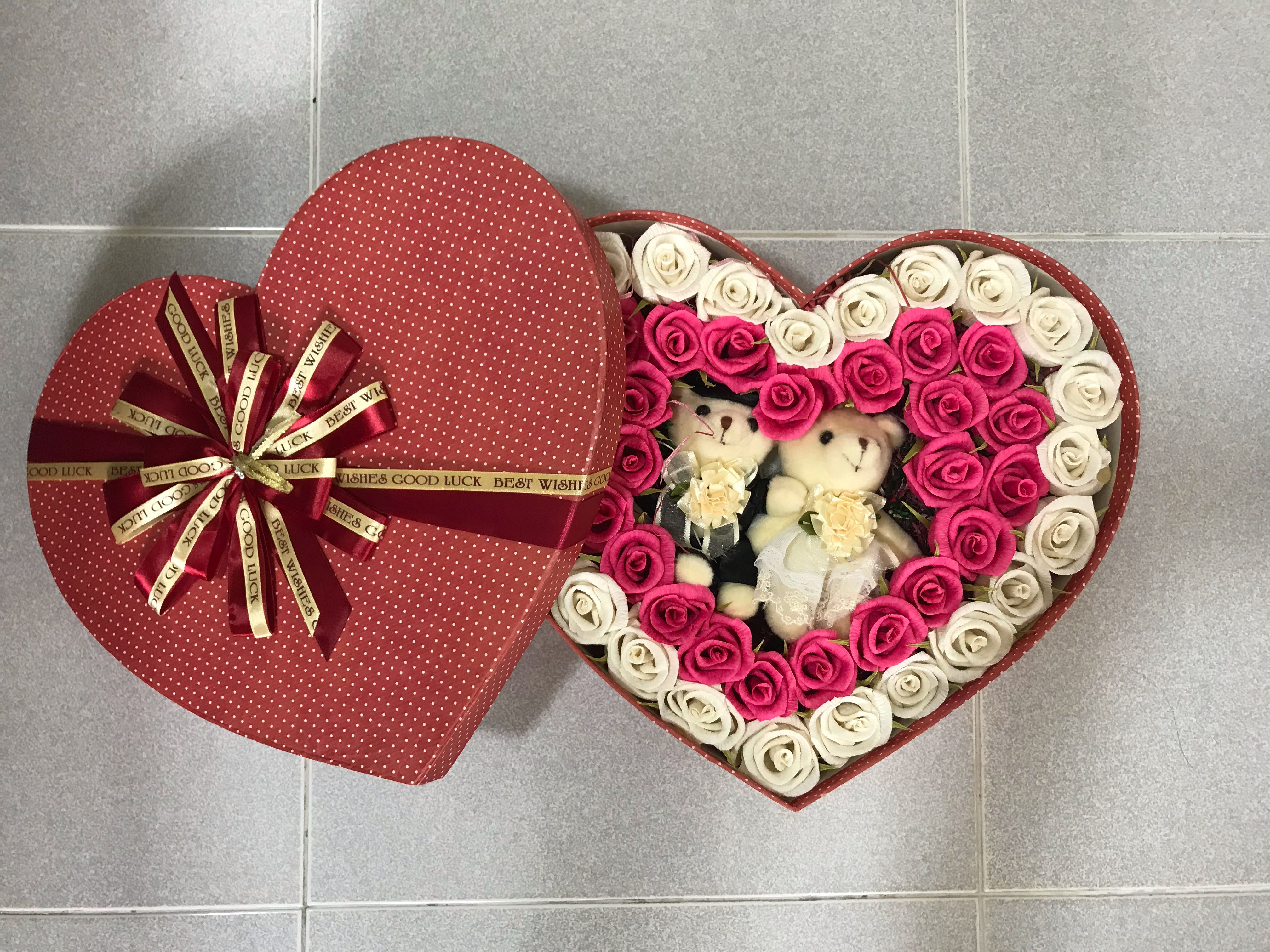 Wedding Couple Teddy Bear Fulled With Paper Rose In A Heart Shaped