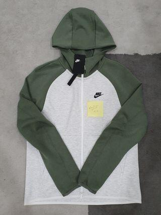 Retail $129 100% Authentic Nike Tech Fleece Hoodie Medium