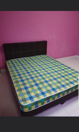 🚚 Queen Mattress with bed frame