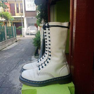 Dr.martens 1490 14 Hole leather white
