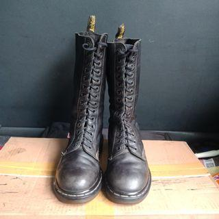 Dr.martens 1490 14 hole leather black