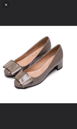 🚚 達芙妮-復古粗跟鞋(氣質灰)