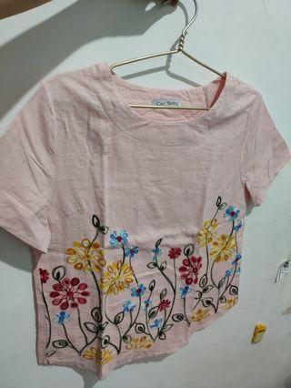 Crop Top warna peach merk Chic Simple 95% baru motif bunga bordir halus
