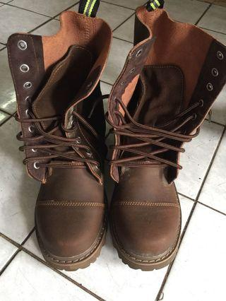 boot safety size 42