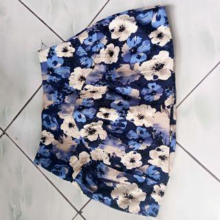 Rok mini bunga bunga
