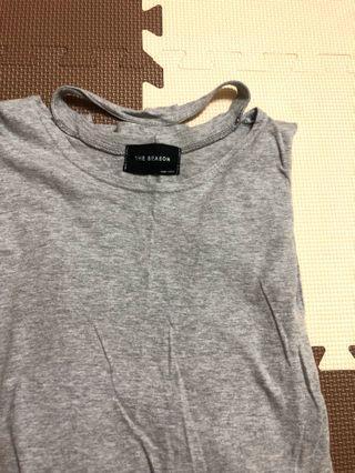 🚚 灰色頸鍊素色個性上衣