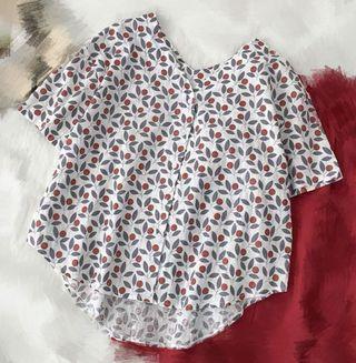 白色碎花扣鈕短袖衫