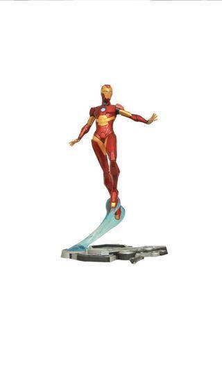 PO: DIAMOND SELECT TOYS Marvel Comic Gallery: Ironheart Diorama PVC Figure