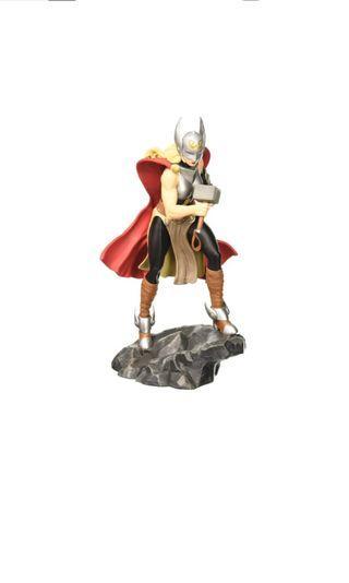 PO: DIAMOND SELECT TOYS Marvel Comic Gallery: Lady Thor Jane Foster Diorama PVC Figure