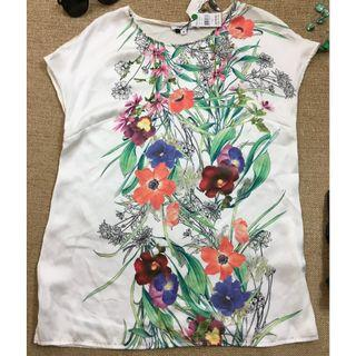 Meredith  Woman's short sleeved floral top.