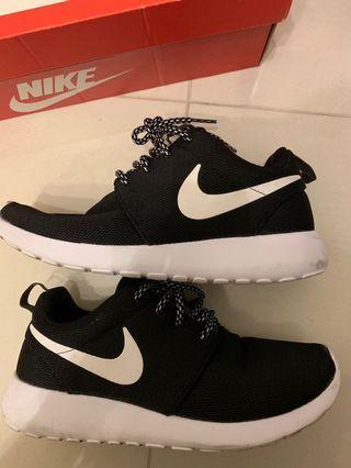 Nike Roshe One購自運動家