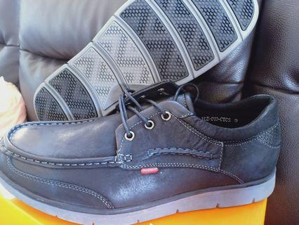 Uk9 dr cardin leather new