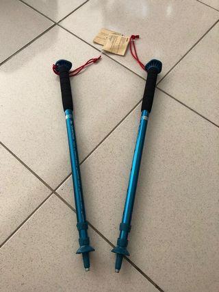 全新登山杖2隻,戶外休閒專賣店購入