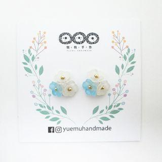 🚚 盛開 (藍色 白色 花 花朵 樹脂 貼耳 耳環 耳針 耳夾 矽膠 不鏽鋼 氣質 精選)