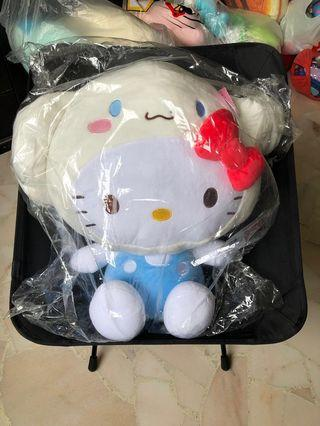 🚚 Authentic large hello kitty in cinnamon roll outfit