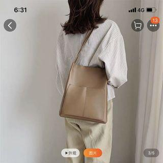 🚚 [LOOKING FOR] Black / Nude Shoulder Bag