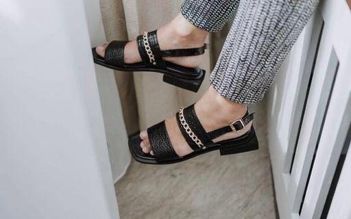 Sandal slop local brand VIENNA BLACK