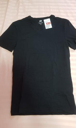H&M men v neck tee
