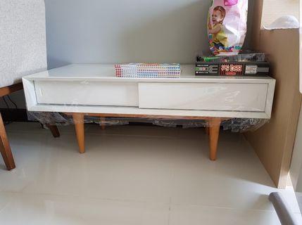 Beautiful coffee table for sale (like new)