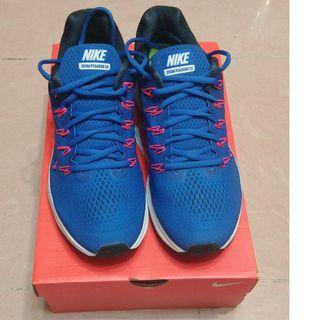 Nike air zoom Pegasus 33 (not 34, 35,36)