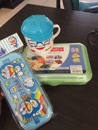 Set perlengkapan makan anak.