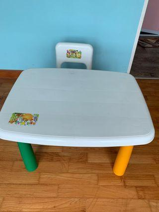 🚚 Table and chair for kids