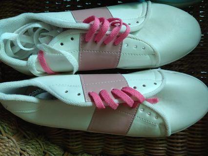 Sepatu size 37 kondisi baru