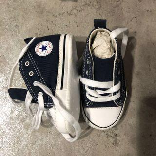 🚚 Converse shoe
