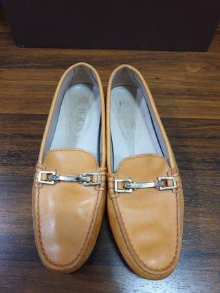 Preloved Tods Flat Shoes