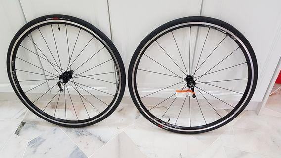 DT swiss wheelset with specialize turbo pro tyres roadbike