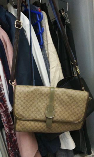 Set of sling bag