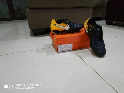 Sepatu Futsal nike tiempo ligera iv fg